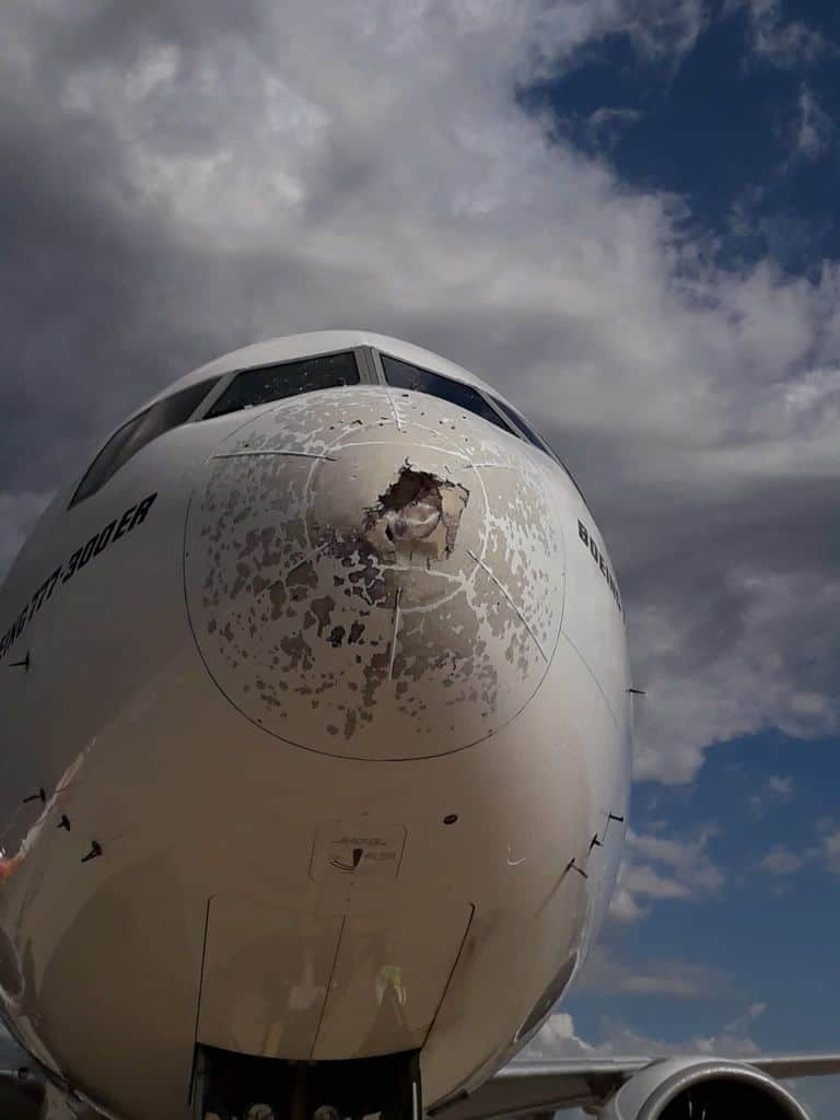 aereo mitragliato da grandine